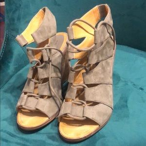 WORN ONCE Low Wedge Tan Suede Tie Up Heel Size 8